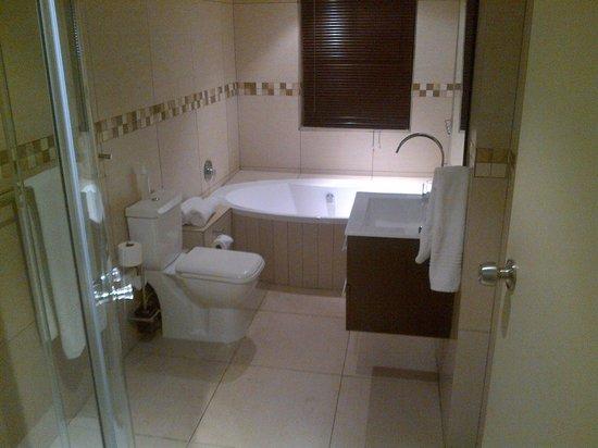Ruslamere Hotel, Spa & Conference Centre: Bathroom