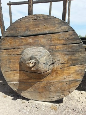 Fort Leaton: Huge wooden wheel
