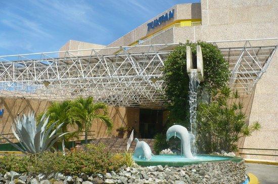 Hotel Tuxpan Varadero: Devant l'hotel