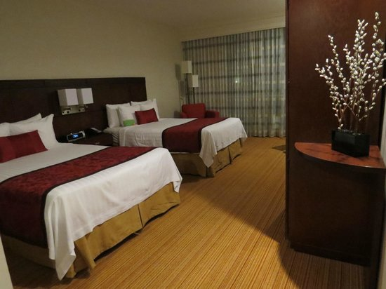 Courtyard by Marriott Mexico City Airport: two double beds, top floor (5th)