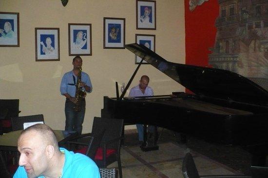 Hotel Tuxpan Varadero: Musique jazz au bar en début de soirée avec 2 musiciens talentueux