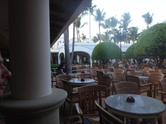 ClubHotel Riu Bambu: Mesas de um dos bares