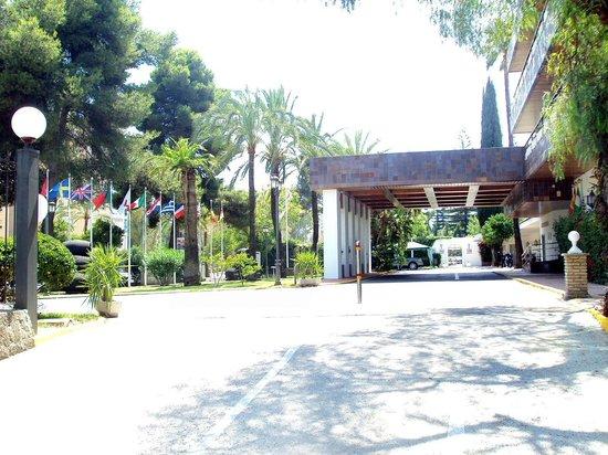 Hotel Jerez & Spa : Porche de entrada al hotel.