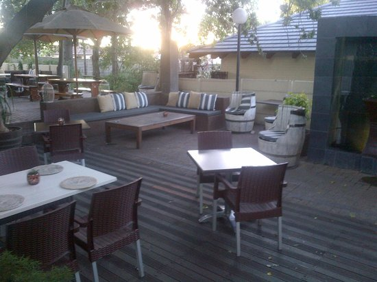 Ruslamere Hotel, Spa & Conference Centre: Outside of restaurant