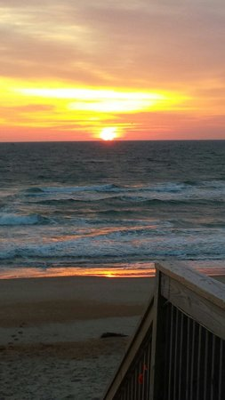 Hampton Inn & Suites Outer Banks / Corolla: View from the walkway, 6:40 am :)