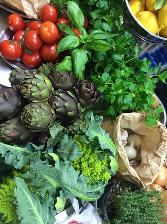Cooking Classes in Rome : This colorful bunch of freshness becomes our lunch