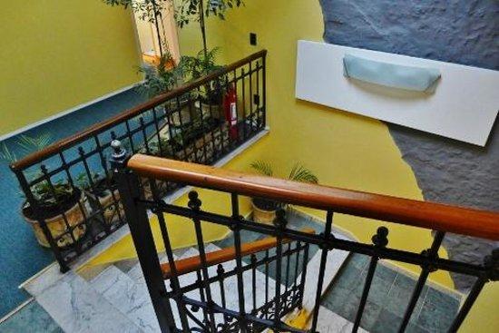 Sur Hotel: Stairway