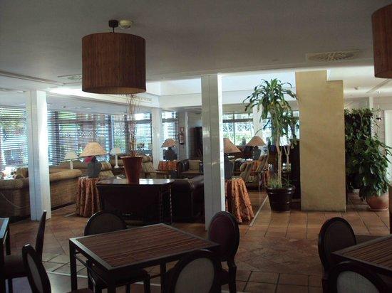 Hotel Nuevo Portil Golf: Zona de estar, al lado de cafetería.