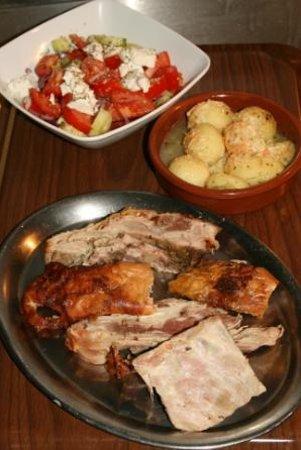 Les enfants du piree: La portion de cochon de lait et sa salade à la fêta
