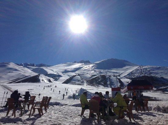Divan Cave House: Skiing
