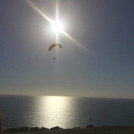 Torrey Pines Gliderport: Soaring over the ocean into the sun