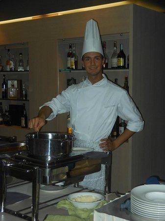 Is Arenas Resort: E perchè no..... cibo buono e personale carino    ;)