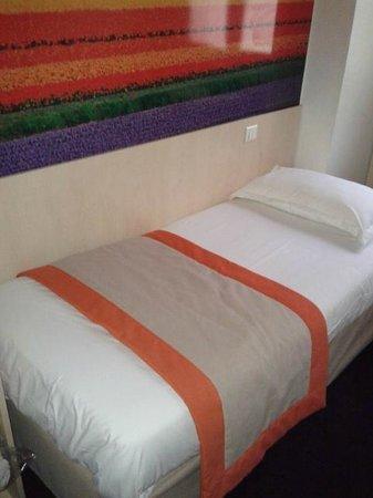 Comfort Hotel Paris La Fayette : letto