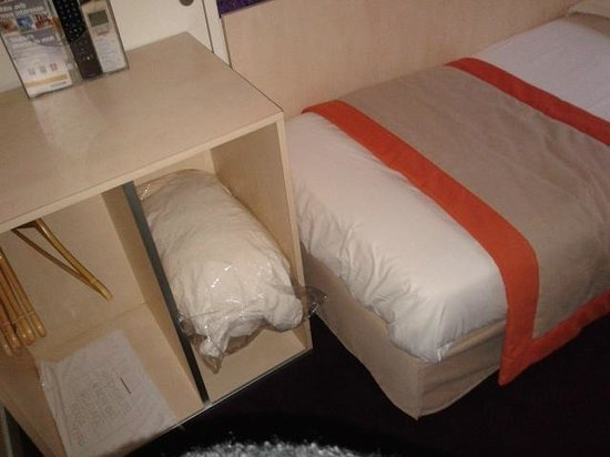 Comfort Hotel Paris La Fayette : dettaglio appendiabiti
