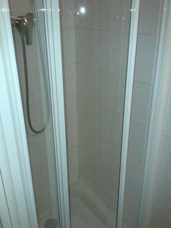 Comfort Hotel Paris La Fayette : doccia