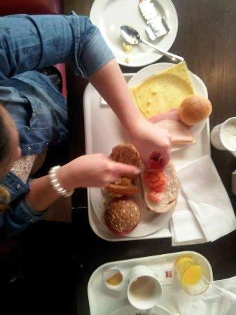 Ibis Amsterdam Centre Stopera: Colazione e preparazione Pranzo al sacco!