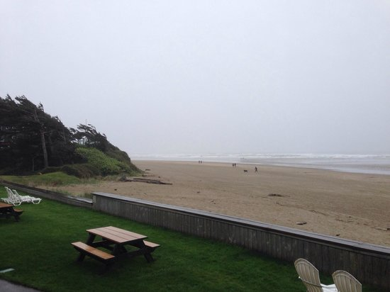Schooner's Cove Inn : Just arrived.  Totally looks like an Oregon Coast day