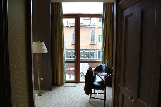 Bauer Hotel: Balcony over looking square with view from the door into suite