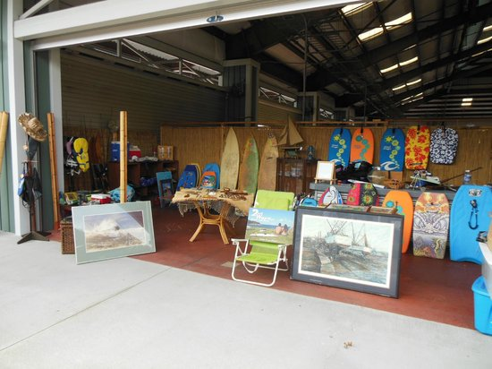 Kailua Pier: 2nd Wave store front in what they call Old Industrial