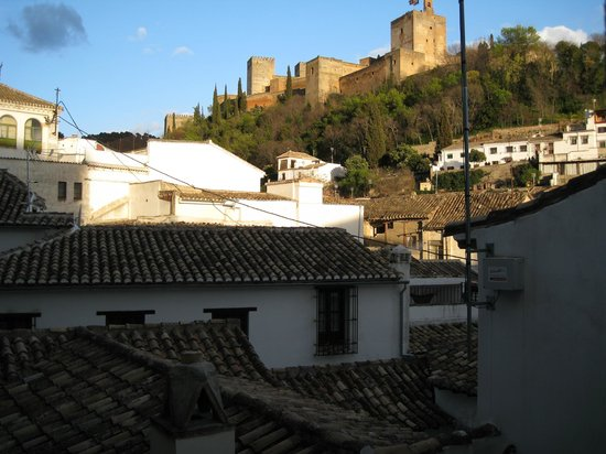 Hotel Casa 1800 Granada: Our Alhambra view (leaning out)
