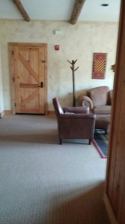 The Lodge at Buckberry Creek : Entry to living room