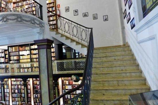 PV Restaurante Lounge: Stairway