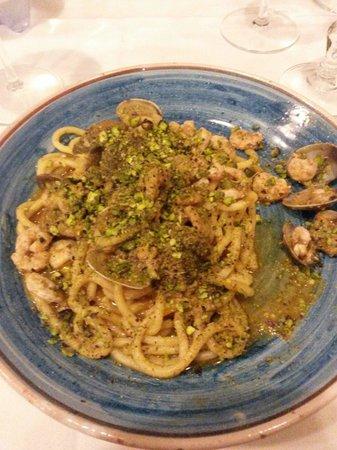 Sicilia in Tavola: Spaghetti vgp. Vongole spaghetti e pistacchio. Meravigliosa.