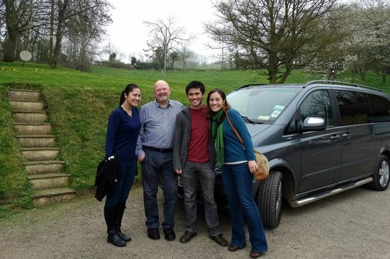 CJP Cotswold Tours: Tony w/ the kids Cotswold Tour