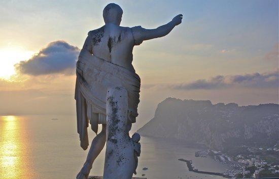 Caesar Augustus Hotel: Caesar Augustus Statue Overlooking Anacapri