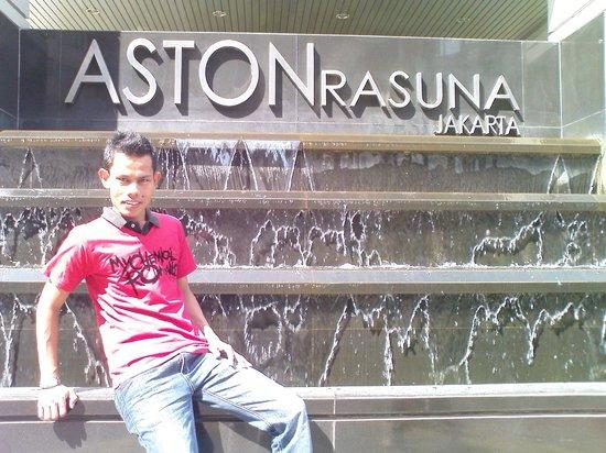 애스톤 라수나 사진