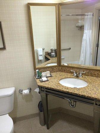 Hilton Santa Clara: Bathroom