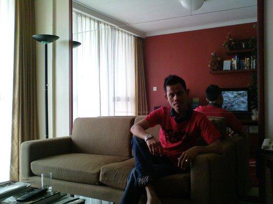 Aston Rasuna: ruang tamu
