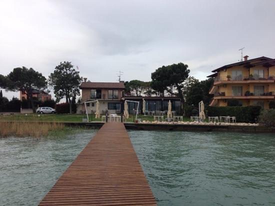 Ristorante Casa dei Pescatori: vista giardino da lago