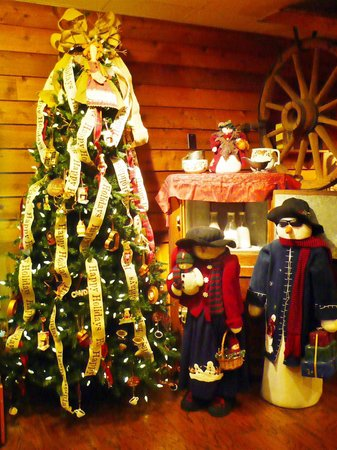 McFarlain's Family Restaurant: Christmas Decor