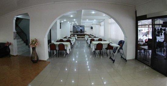 Cenka Hotel : kahvaltı salonu