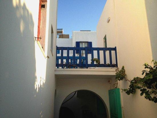 Hotel Aegean Village: Cour