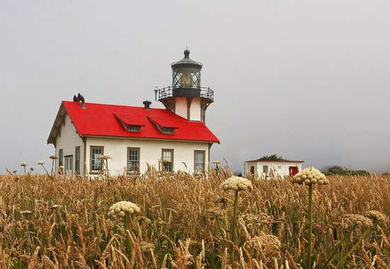 Sea Rock Inn: Nearby Cabrillo Lighthouse
