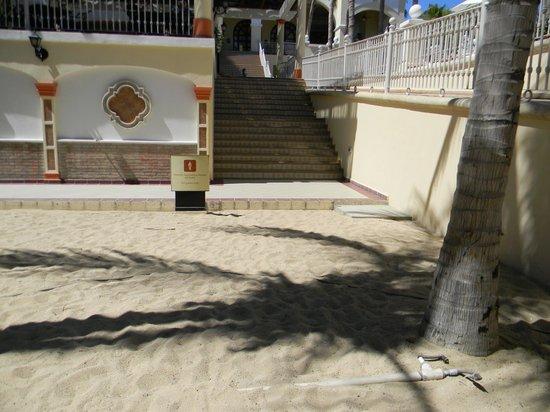 Hotel Riu Palace Cabo San Lucas : cables de electricidad expuesto