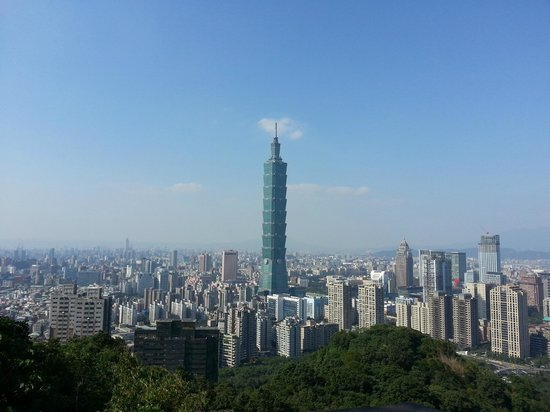 Elephant Mountain (aka Nangang District Hiking Trail): the view.. in the middle Taipei 101
