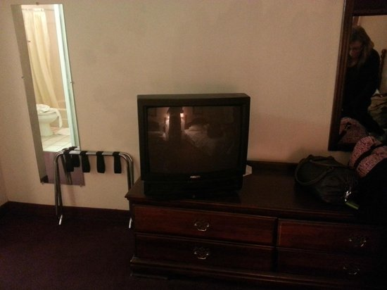 Country Hearth Inn Athens : TV Did not work.