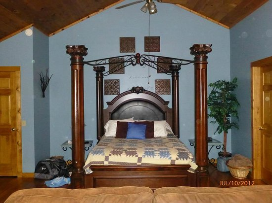 Hocking Hills Cabins: Magnificent bed