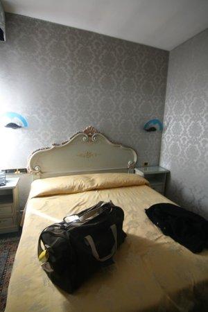 Hotel Lux: habitacion