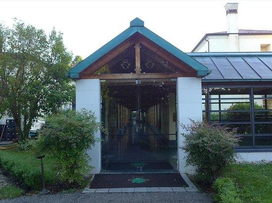 BEST WESTERN Villa Pace Park Hotel Bolognese: 玄関(裏口?)