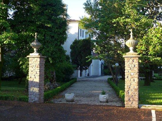 Villa Pace Park Hotel Bolognese: 正門?