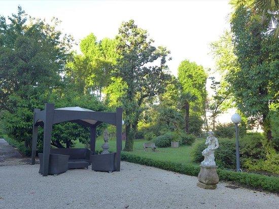 Villa Pace Park Hotel Bolognese: 庭