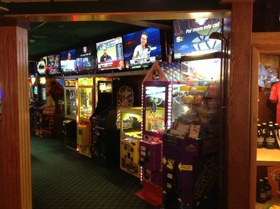 Tully's Good Times: Game room