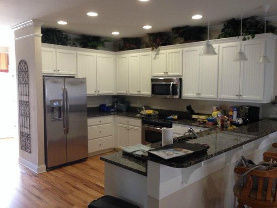 Wyndham Ocean Ridge : Kitchen with stainless steel appliances