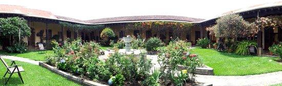 Aurora Hotel: Garden