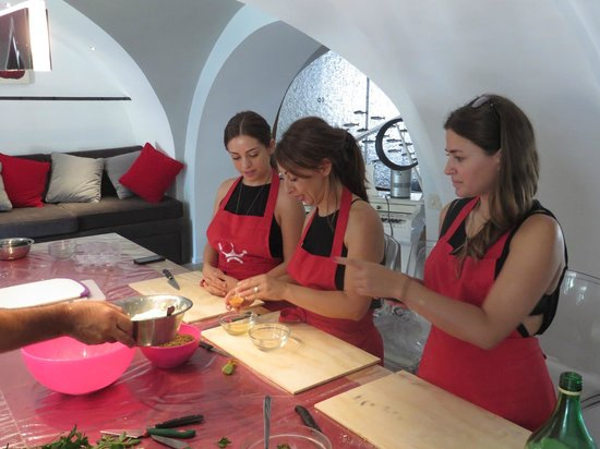 Fabiolous Cooking Day in Rome : More new friends at the cooking class.