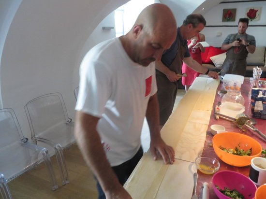 Fabiolous Cooking Day in Rome : Working on the ravoli.